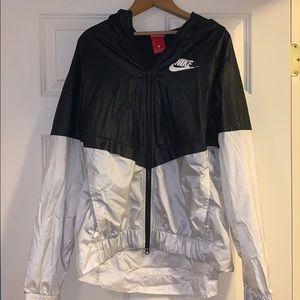 Nike black and white windbreaker
